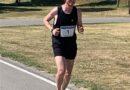 """Maratona a Sarteano: in 4 ore Marco Ricci ha percorso, in giro per il borgo, 42 Km e 195 metri in """"solitaria"""" dopo un allenamento durato sei mesi per oltre 1.400 chilometri. Il suo obiettivo: sensibilizzare i giovani del pericolo Covid-19"""