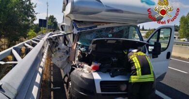 A1 : chiuso il tratto compreso tra Valdichiana e Chiusi in direzione Roma per incidente che ha coinvolto quattro vetture e un mezzo pesante con sei persone ferite