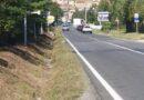 Castiglion Fiorentino : dopo lo sfalcio dell'erba emergono rifiuti lungo le banchine delle strade. Due giovani fratelli ripuliscono i fossi