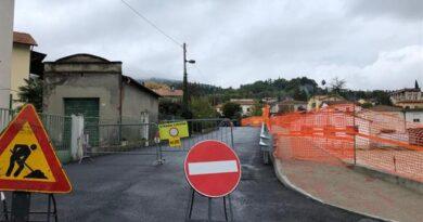 Poggibonsi : Via Cassia ; per motivi di sicurezza chiuso il ponte Bellavista al Km 250 . Una chiusura che si è resa necessaria in via precauzionale e per motivi di sicurezza dopo alcuni sopralluoghi di tecnici incaricati e specializzati sul viadotto di proprietà della Regione Toscana.