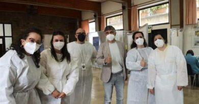 Abbadia San Salvatore: l'attore Vincenzo Salemme si è vaccinato nel'hub badengo