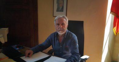 """Città della Pieve: intervista con il sindaco Fausto Risini che ha grande attenzione per il turismo, la cultura e l'ambiente;""""il nostro sviluppo non può che essere legato alla cultura,al turismo e all'ambiente, quindi noi in questo senso impieghiamo tutte le nostre risorse"""". """"Stiamo lavorando – ha anticipato -per organizzare il cinquecentenario dalla morte del Perugino che cadrà nel 2023. Un comitato scientifico, con grandi nomi legati alla cultura a livello nazionale, sta raccogliendo tutta la letteratura mondiale in merito""""."""