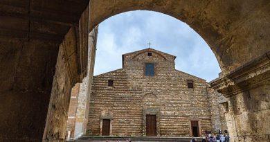 Montepulciano: il Vescovo Stefano ha scelto i collaboratori per il prossimo quinquennioTra riconferme e nuove nomine pubblicato l'organigramma della Curia diocesana