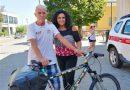 Janus River, l'uomo che da 19 anni gira il mondo in bici , ha fatto tappa a Cinigiano