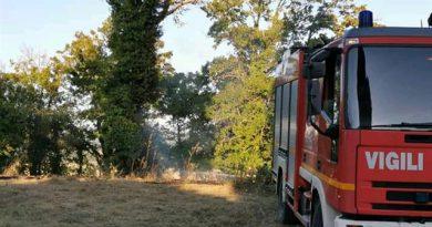 Palazzone: cittadini e vigili del fuoco spengono un incendio nella frazione di San Casciano dei Bagni